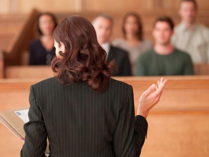 Адвокат на суде