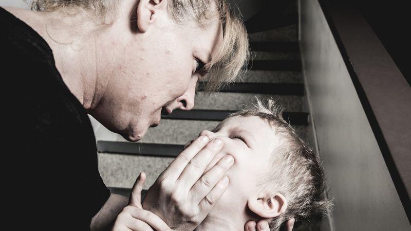 Агрессивная мать