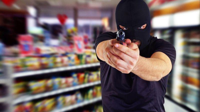 Грабитель в магазине